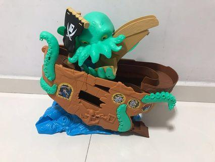 (With Free toy !!!)Thomas the train sea monster pirate set