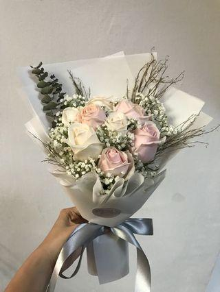 🚚 Mother's Day White and Pink roses special bouquet