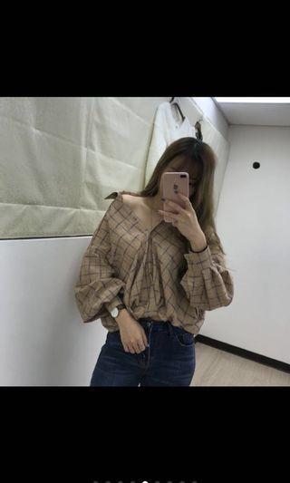 🚚 奶茶色澎袖格子扭結襯衫