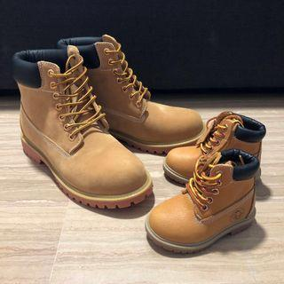 Waterproof leather hiking travel boots