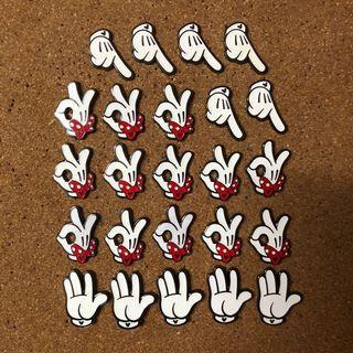 香港迪士尼遊戲襟章Disney game pin (Mickey Minnie 手)