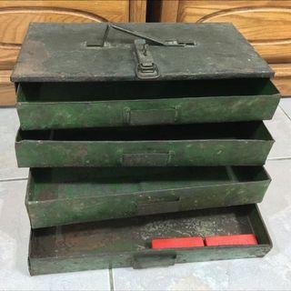 🚚 軍綠舊鐵櫃
