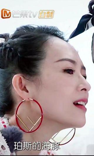 章子怡 妻子的浪漫旅行红色超大圈圈大字母F 圓圈耳環