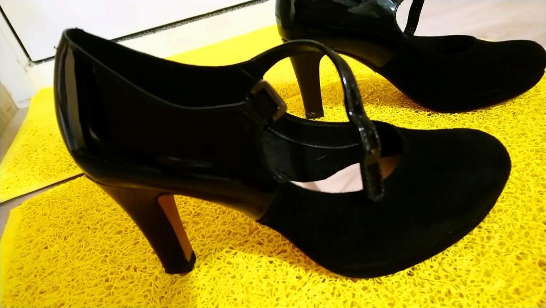 Clarks 黑色3吋高跟鞋