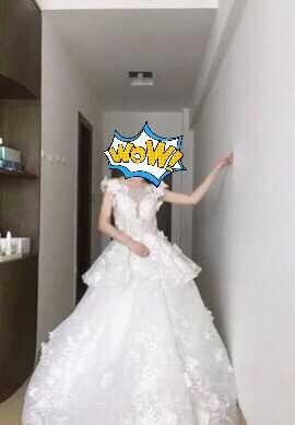 90% new heavy lace and floral princess style ball Wedding Gown 華麗拖尾婚紗