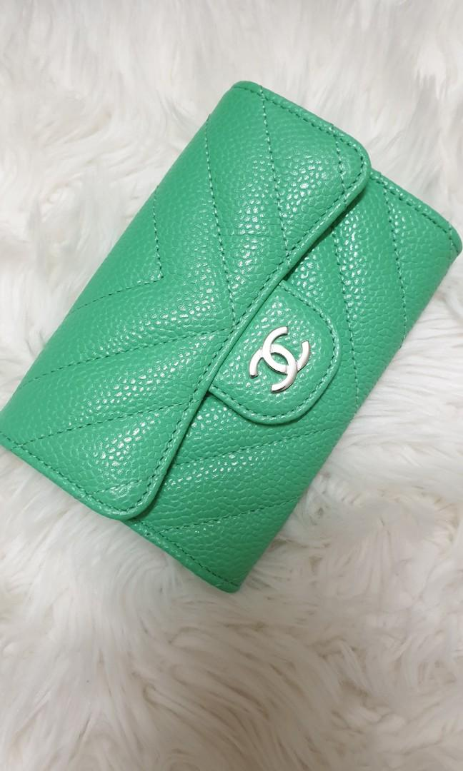 💚 Chanel 19C Green Caviar Chevron Snap Card Holder in SHW 💚
