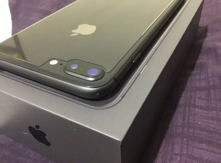 Apple iPhone 8 Plus 256Gb with BoX and accessories unlocked