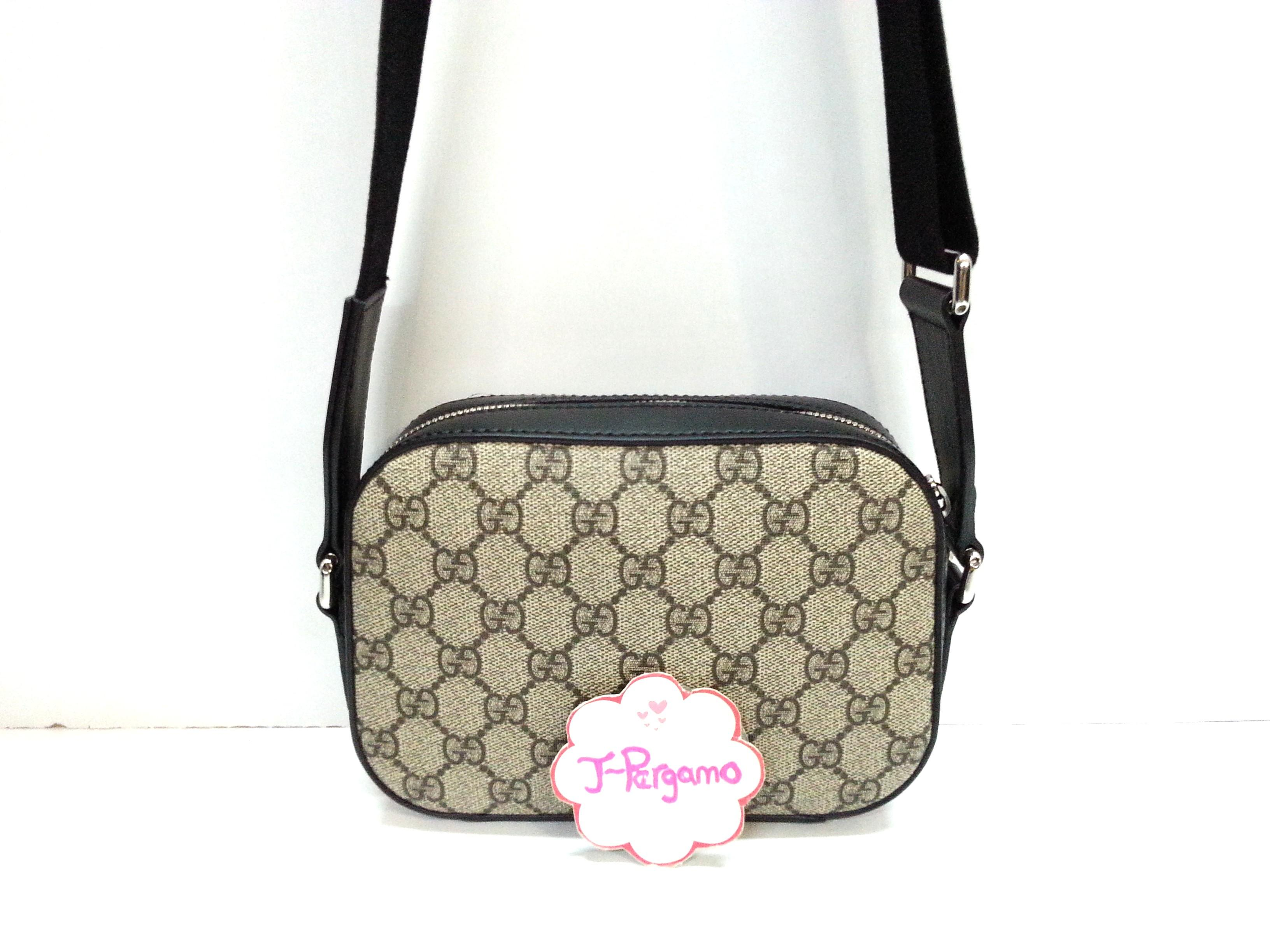 Authentic Gucci GG Supreme Mini Sling Bag {{Only For Sale}} **No Trade ** {{Fixed Price Non-Neg}} ** 定价 **