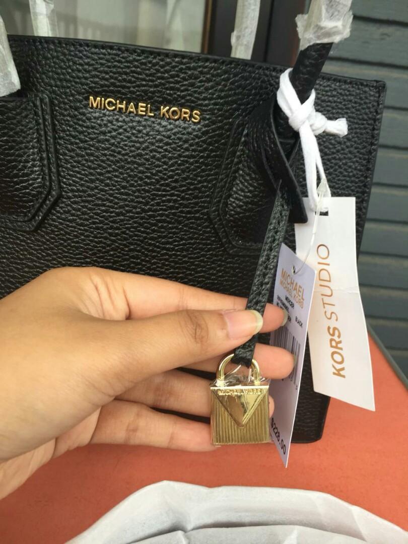 AVAILABLE 🌷 Michael Kors Mercer Colorblock Black