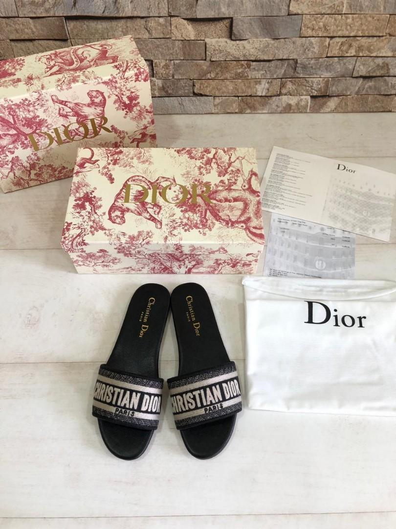C.Dior Sandal 1030590, SUPERMIRROR, 35-40  H  @700rb  Berat 700g  Standar Size : 35=22.5cm 36=23cm 37=23.5cm 38=24cm 39=24.5cm 40=25cm