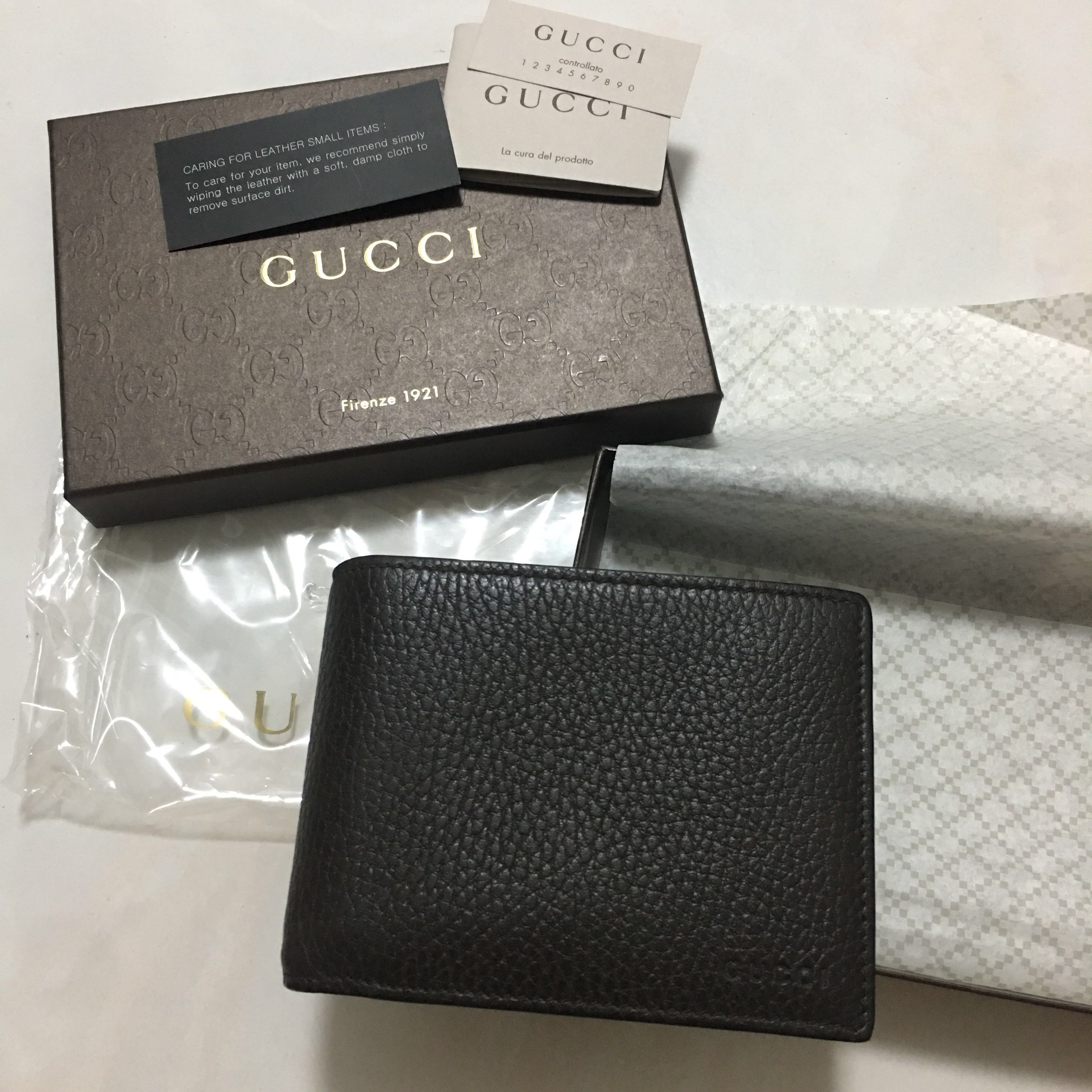 f45f43c557a5 Gucci Men's Chocolate Brown Leather Embossed Logo Wallet, Men's Fashion,  Bags & Wallets, Wallets on Carousell