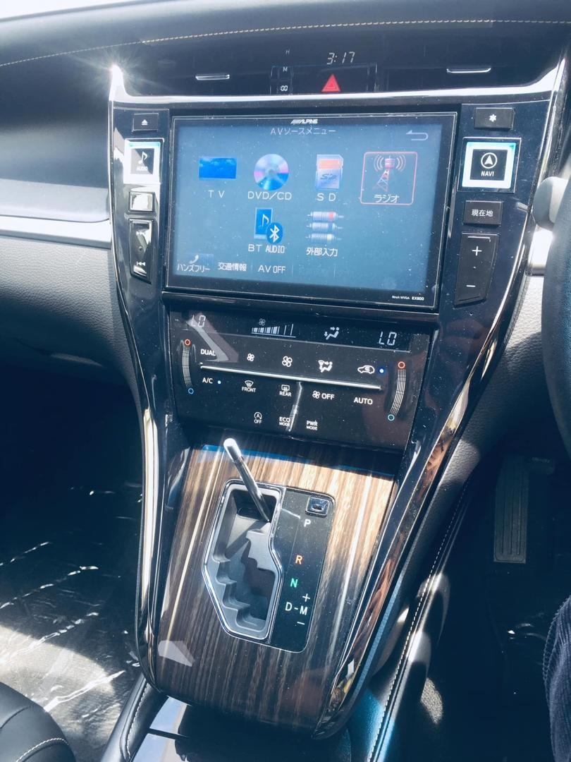 On The Road Toyota Harrier Elegance (A) 2.0 - 2014