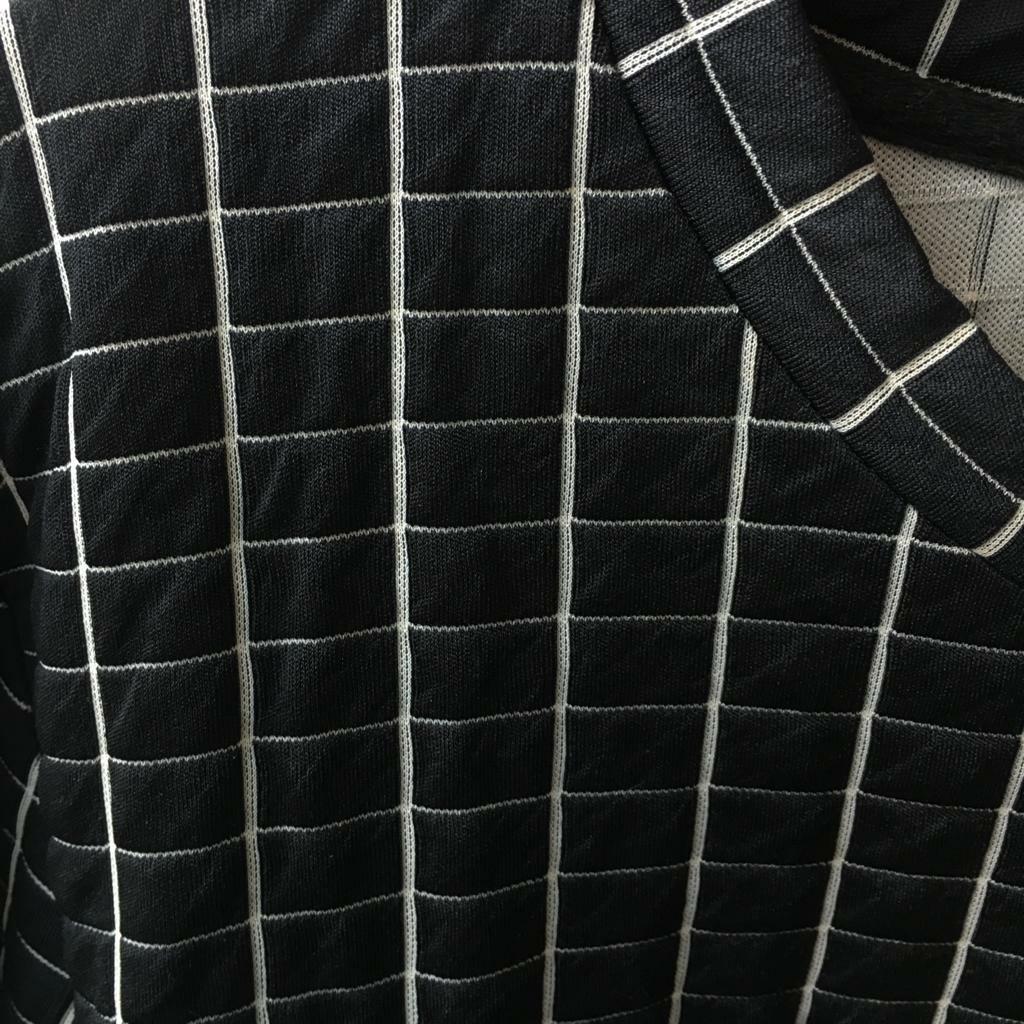 Sweater Hitam Motif