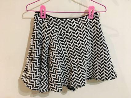 全新。冬季短裙