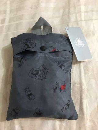 🚚 転售日本迪士尼商店維尼灰色背包 可折式收納
