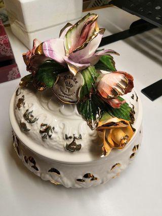 Made in Italy Sanda Capodimonte Porcelain Floral Flower basket