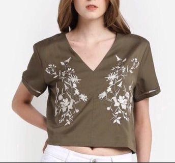 BNWOT Something Borrowed Embroided Floral Top