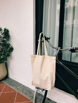 YOUR EVERYDAY PLAIN CANVAS TOTE BAG