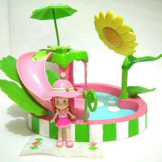 Strawberry shortcake splash n petal pool playset hasbro