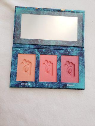 Alamar cosmetics blush palette - Medium Tan