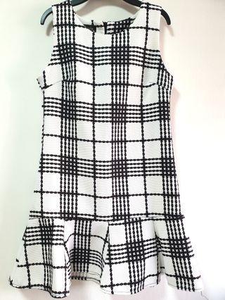 BN Monochrome drop waist dress