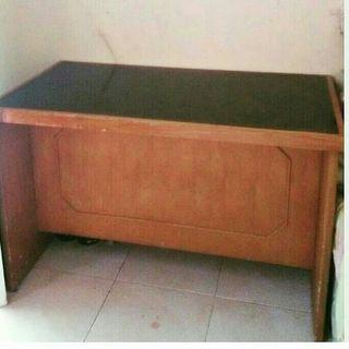 Meja kerja kayu kaca tebal