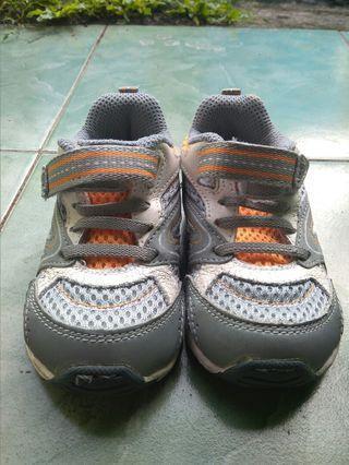 #Bapau Sepatu anak Stride Rite