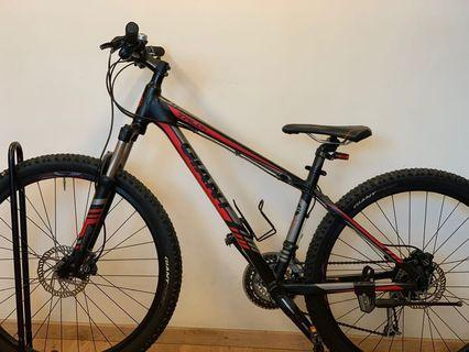 {Moving-out Sale!!}: $450.00 GIANT SHIMANO Mountain Bike