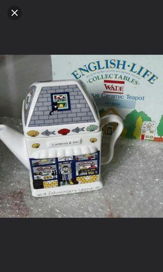 Ceramic english pot