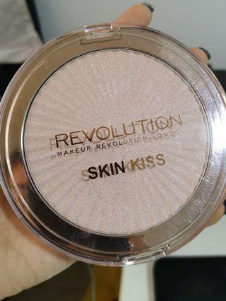 Revolution Skin Kiss champagne kiss highlighter