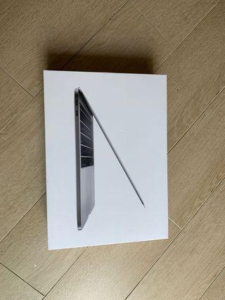"MacBook Pro 13"" Empty Box"