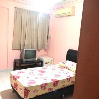 538 serangoon north avenue 4 common room, full furnish with aircon and wifi.