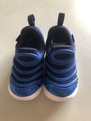 🚚 Nike shoes size 25