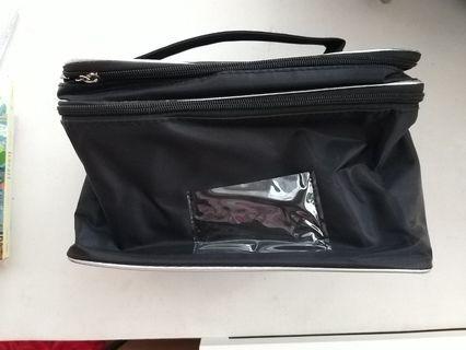 🚚 Makeup Bag