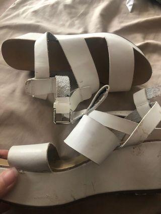 White sandals Billini