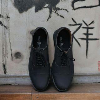 Sepatu semi formal union black