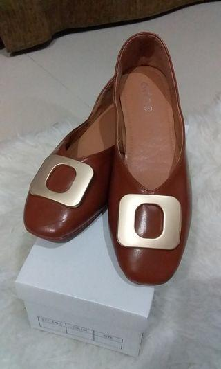Sepatu flat cantik Ada