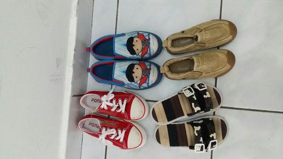 Kids Shoes  size 3 to 4 years take all rm 35