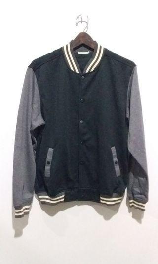Jacket hitam kereen