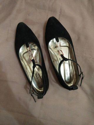Sepatu wanita merk elizabeth