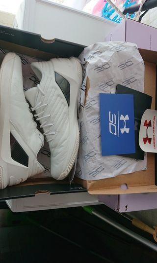 Curry 3 low white