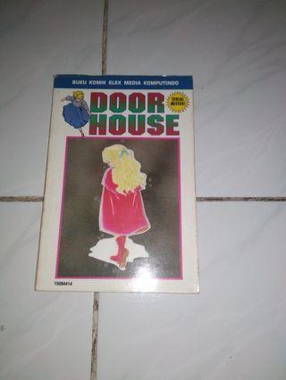 Komik Door House