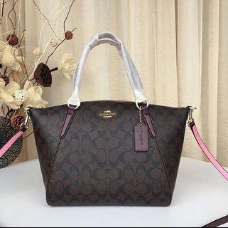 COACH SMALL KELSEY IN SIGNATURE