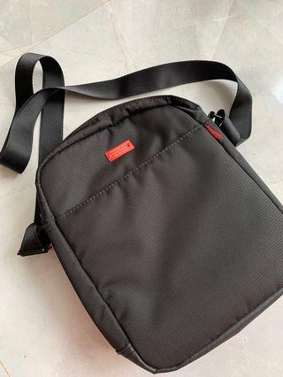 HEDGREN Sling Bag