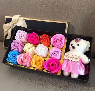 最後一盒🌹2019 法式浪漫香皂花熊Bear Bear 花盒 彩虹香皂玫瑰 求婚周年紀念 母親節 百日宴 新年賀年情人節元宵節禮物 ROMANIC LOVE VALENTINES ANNIVERSARY WEDDING MOTHER'S DAY SOAP RAINBOW ROSES & BEAR BOX GIFT