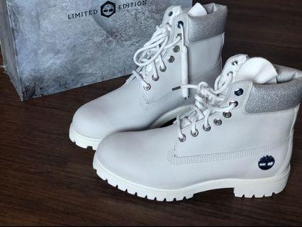 Sepatu boots Timberland Putih Limited Edition