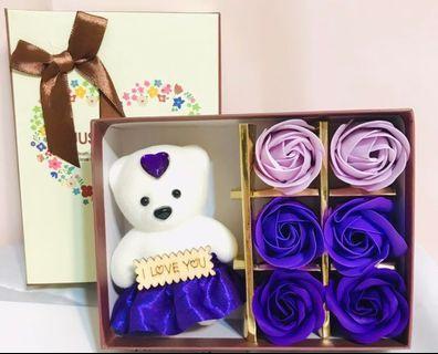 少量現貨🌹2019 優雅香皂花熊Bear Bear 花盒 香皂玫瑰 求婚周年紀念 母親節 百日宴 新年賀年情人節元宵節禮物 ROMANIC LOVE VALENTINES ANNIVERSARY WEDDING MOTHER'S DAY SOAP ROSES & BEAR BOX GIFT