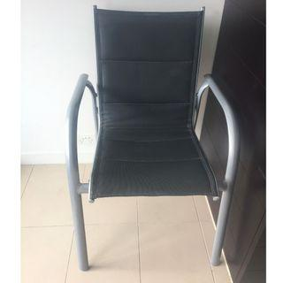 4x stackable outdoor/garden chairs in good condition