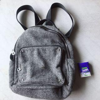 100%new grey backpack 灰色書包 全新