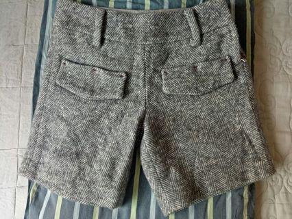 Whipl`e `米灰紋毛料短褲